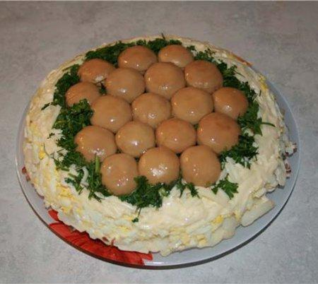 Новогодний рецепт салата «Лесная поляна»