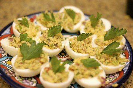 Новогодний рецепт яиц с форшмаком из сельди
