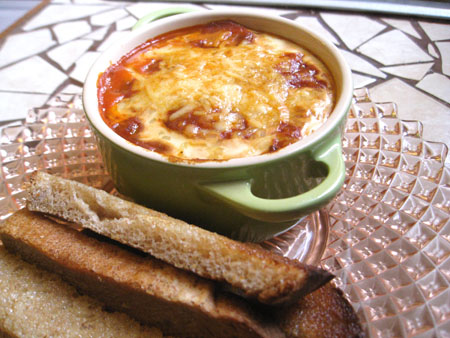Новогодний рецепт креветок с грибами под соусом