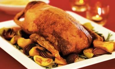 Рождественский рецепт гуся или утки жаренных с яблоками и айвой