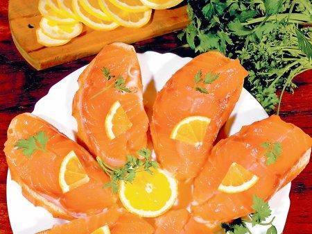 Новогодний рецепт бутербродов с красной рыбой
