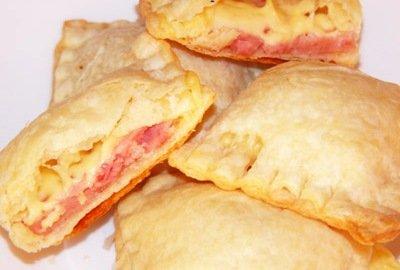 Рецепт пирожков с ветчиной и сыром