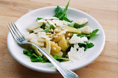 Рецепт на 14 февраля - грушевый салат с рукколой и овечьим сыром