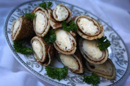 Рецепт блинчиков с плавленым сыром и чесноком на Масленицу