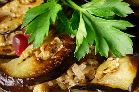 Постный рецепт печеных баклажанов с орехами