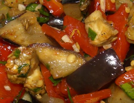 Рецепт салата из маринованных баклажанов и сладкого перца