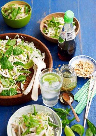 Рецепт салата из курицы, капусты и мяты