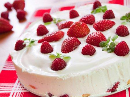 Рецепт клубничного пирога со сметаной
