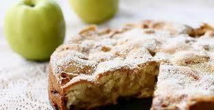 Рецепт ягодной шарлотки с яблоками и заварным кремом