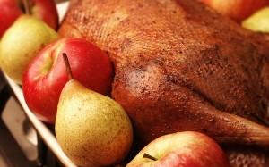 Рецепт новогоднего гуся с яблоками и тмином