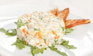 Рецепт салата «Оливье с шампиньонами»