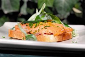 Оригинальные бутерброды с красной рыбой