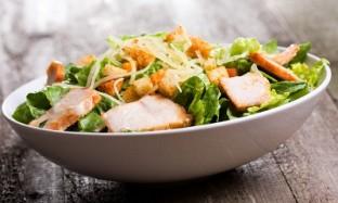 Рецепт салата с курицей и овощами на 14 февраля