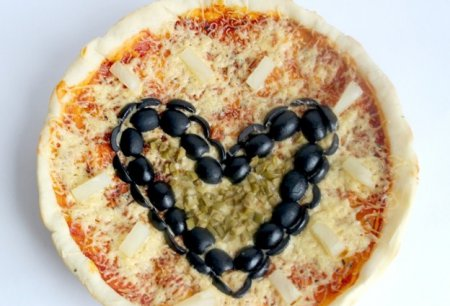 Рецепт – Домашняя пицца в виде сердца ко Дню Влюбленных