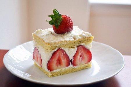 Рецепт – Пирожное с клубникой ко Дню Влюбленных