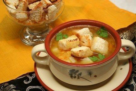 Рецепт - Гороховый суп с копченостями и гренками