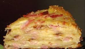 Сырный торт с ветчиной.