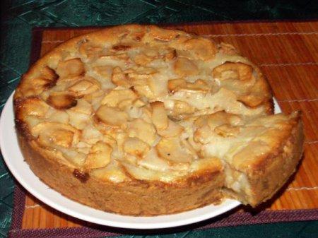 Яблочный пирог, яблоки в тесте и сырные булочки