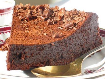 Рецепт шоколадного торта  с черносливом, курагой и орехами