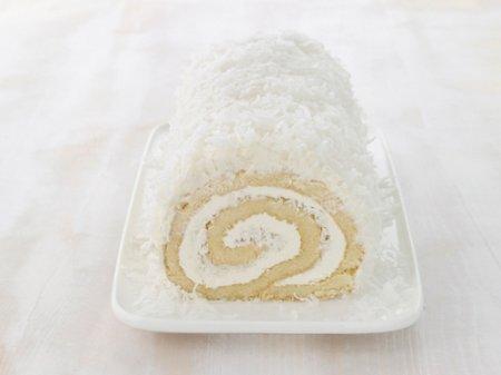 Рецепт кокосового рулета с масляно-ромовым кремом