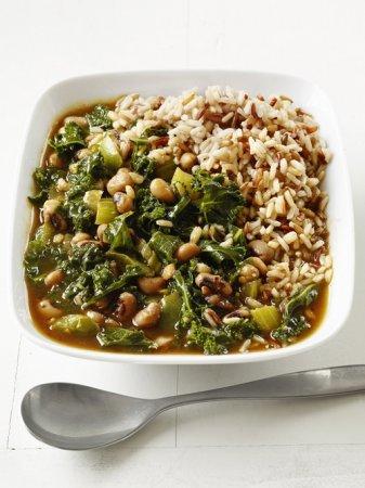 Рецепт густого супа с капустой кале, сельдереем и фасолью