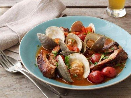 Рецепт супа из моллюсков с тушеными в пиве свиными ребрами
