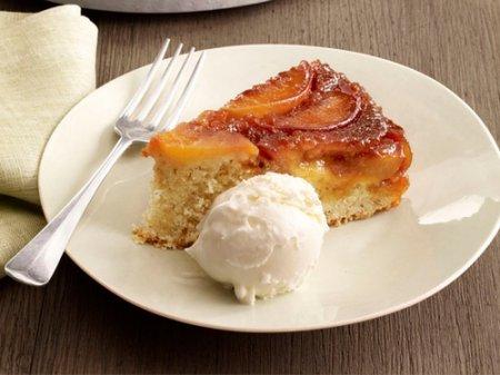 Рецепт персикового пирог-перевертыша с миндалем