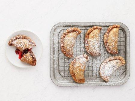 Рецепт пирожков  с вишней жареные во фритюре