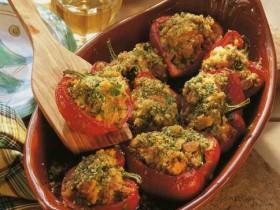 Перец с тунцом и помидорами