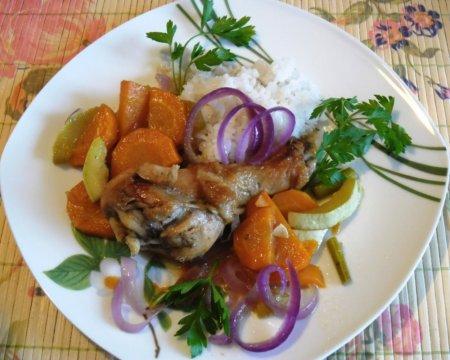 Курица с морковью и кабачком в медово-соевом соусе