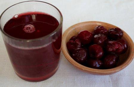 Слоеные кольца с вишневым и шоколадным желе