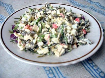 Салат с белой фасоли в томатном соусе