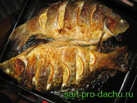 Рыба запеченная в духовке в фольге целиком