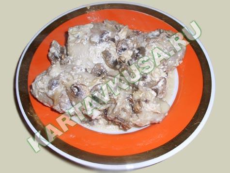 Курица, тушеная с грибами