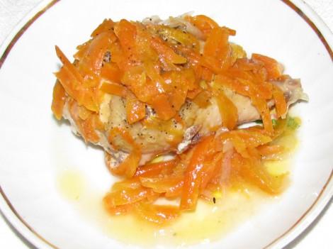 Курица тушеная с морковью