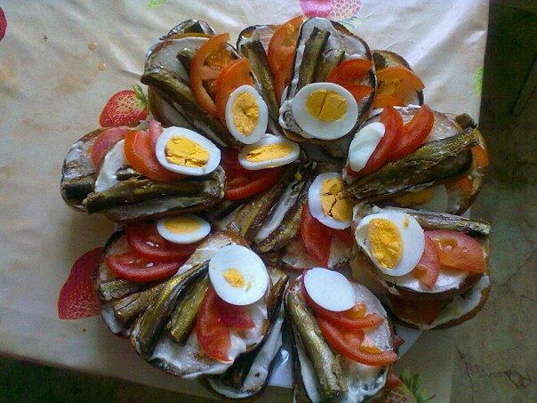 Бутерброды со шпротами рецепт с помидорами и сыром