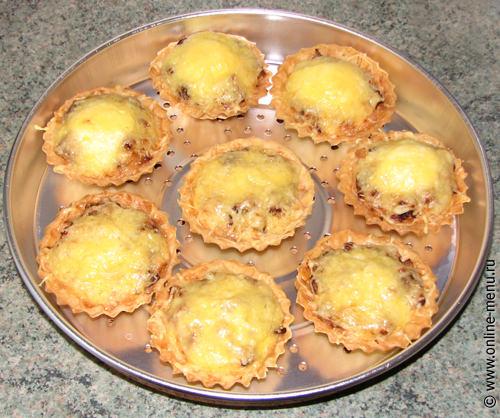 Тарталетки с сырно-куриной закуской