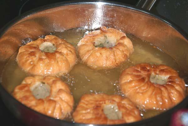 Беляши с мясом жареные на сковороде рецепт