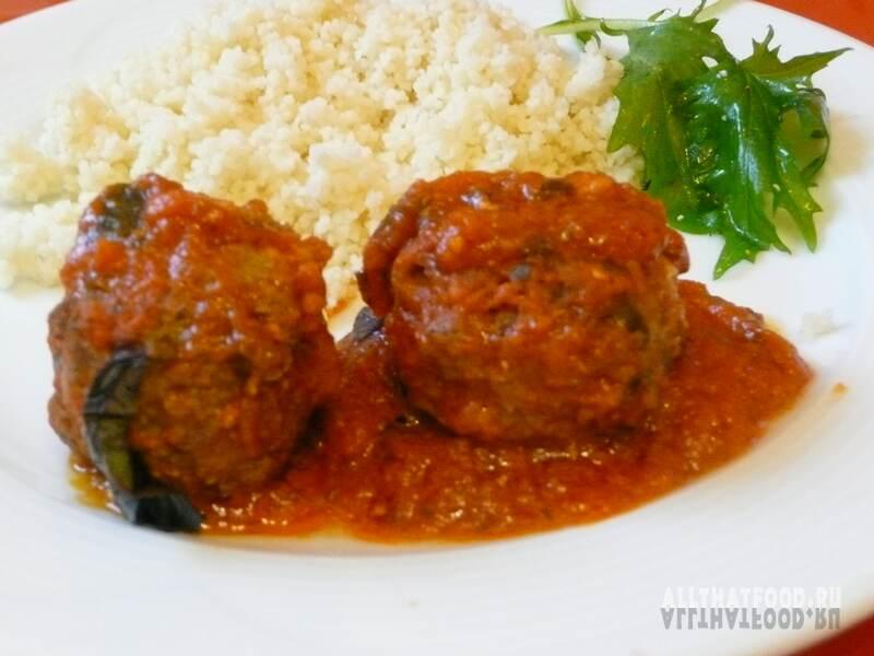Фрикадельки в томатном соусе и сметанном соусе