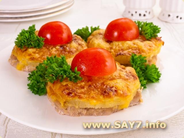 Мясо кусочками с ананасами и сыром в духовке рецепт с фото