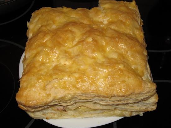 Торт из рыбных консервов и коржей