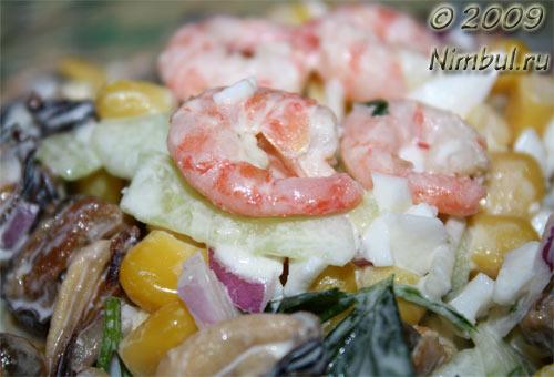 Салат с креветками и мидиями вкусный с