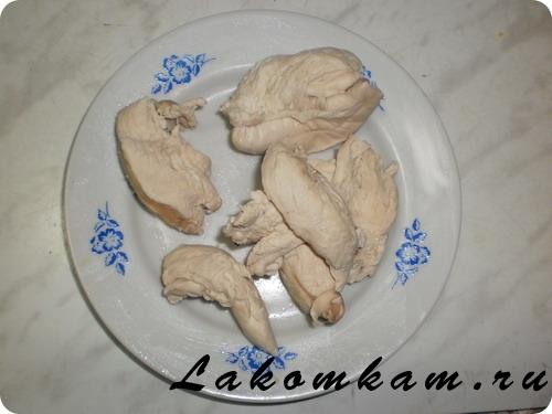 салат с куриной грудкой слоями