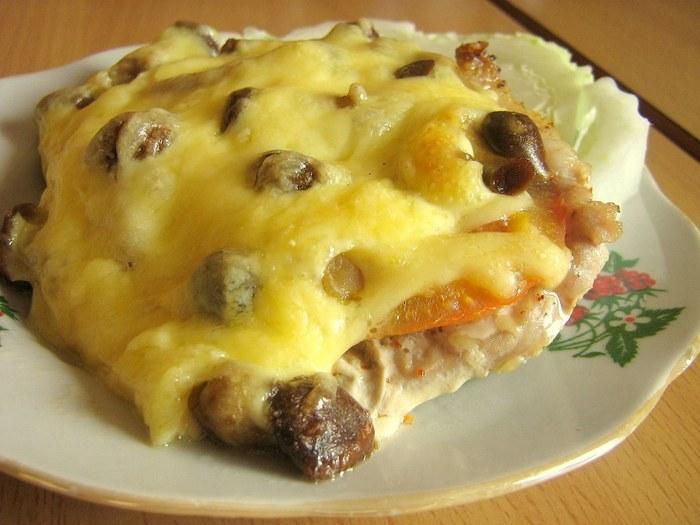 мясо с сыром и грибами в духовке рецепт с фото