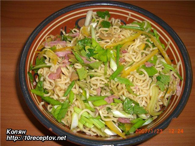 салат из вермишели быстрого приготовления рецепт с фото