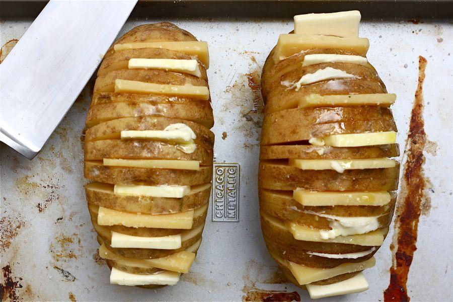 Запеченная с сыром картошка » ВКУСНЫЕ РЕЦЕПТЫ 2017 С ФОТО: http://recepty1.ru/zapechennaya-s-syrom-kartoshka.html